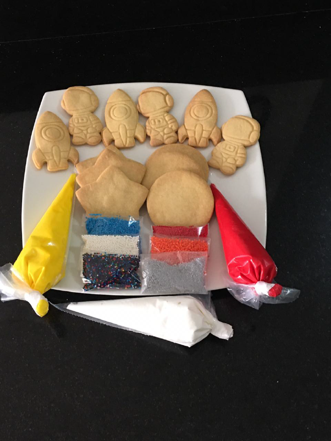 Deja volar la imaginación de tus hijos decorando galletas de astronauta